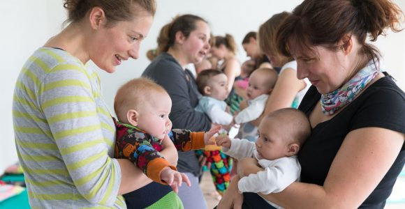 Neugeborene mit ihren Müttern