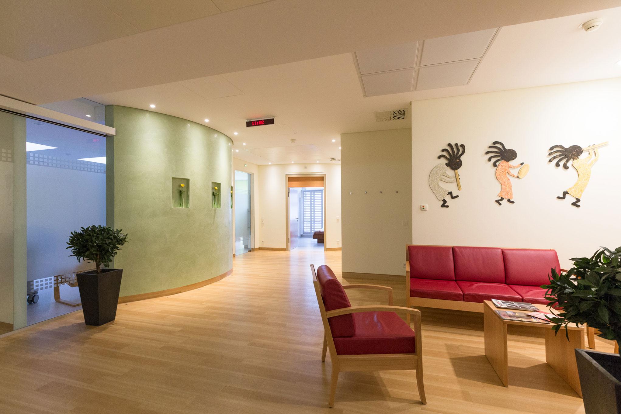 Warteraum der Klinik im Bereich Geburtshilfe